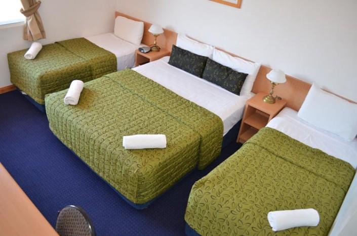 3 BEDS